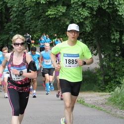 Helsinki Half Marathon - Heidi Du Plessis (157), Juhana J. Idänpään-Heikkilä (1885)
