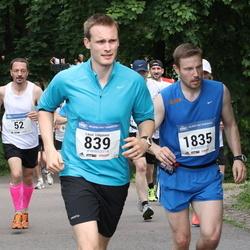 Helsinki Half Marathon - Lassi Lötjönen (839), Antti Paavola (1835)