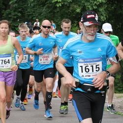 Helsinki Half Marathon - Jyrki Vasama (1615), Varpu Hyvärinen (1764)