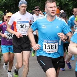 Helsinki Half Marathon - Jari Hennilä (305), Pekka Vainio (1581)