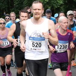Helsinki Half Marathon - Pekka Karjalainen (520), Taru Rikkonen (1230)