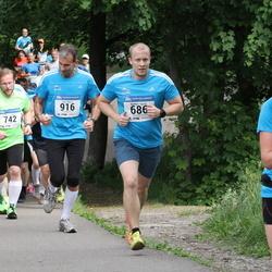 Helsinki Half Marathon - Waltteri Kyrola (686), Pete Morris (916)