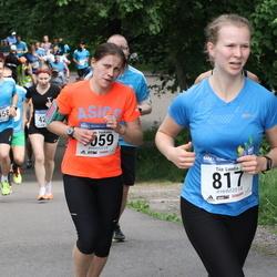 Helsinki Half Marathon - Tiia Luoma (817), Johanna Packalén (1059)