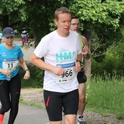 Helsinki Half Marathon - Susanna Aaltonen (11), Juha Niemi (966)
