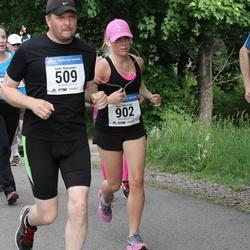 Helsinki Half Marathon - Antti Kansanen (509), Mari Miettinen (902)