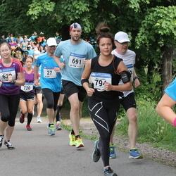 Helsinki Half Marathon - Taneli Känsälä (691), Nina Lindahl (794)