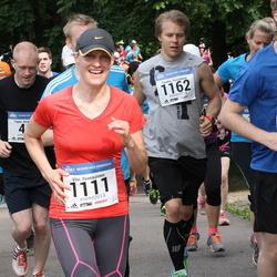 Helsinki Half Marathon - Leino Kuuluvainen (676), Viivi Pentikäinen (1111), Tuukka Pursiainen (1162)
