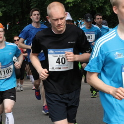 Helsinki Half Marathon - Teppo Airaksinen (40), Juhana Peltomaa (1102)