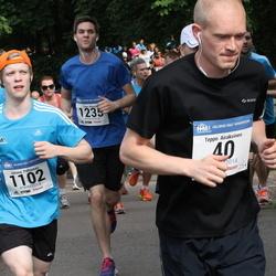 Helsinki Half Marathon - Teppo Airaksinen (40), Juhana Peltomaa (1102), Timo Rinne (1235)