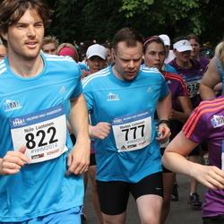 Helsinki Half Marathon - Markus Leinonen (777), Niilo Luotonen (822)