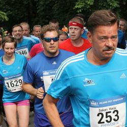 Helsinki Half Marathon - Sakari Harju (253), Tiia Vento (1629)