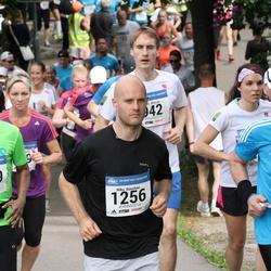 Helsinki Half Marathon - Kari Hermalahti (310), Niko Roschier (1256), Zahed Iqbal (1769)