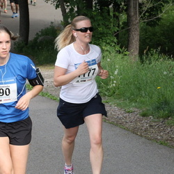 Helsinki Half Marathon - Anna Nummelin (990), Mari Päätalo (1177)