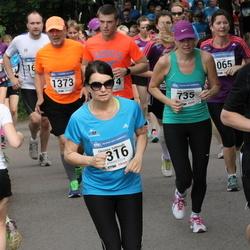 Helsinki Half Marathon - Satu Lampinen (735), Christina Salmivalli (1316), Niklas Simberg (1373)