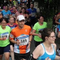 Helsinki Half Marathon - Maria Kivikoski (578), Ilkka Koivisto (589)