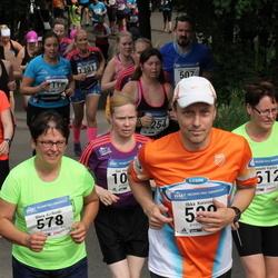 Helsinki Half Marathon - Maria Kivikoski (578), Hanna Ruotsalainen (1269)