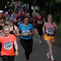 Helsinki Half Marathon - Pia Perttula (1117), Hanna Ruotsalainen (1269), Satu Ruutiainen (1277)