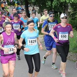 Helsinki Half Marathon - Anu Källman (690), Minna Vammeljoki (1601), Minna Sofia Ylinärä (1731), Kati Nironen (1829)