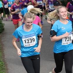 Helsinki Half Marathon - Saara Laitinen (728), Elina Rintamäki (1239)