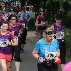 Helsinki Half Marathon - Minna Lindholm-Ventola (800), Sini Virtanen (1686)