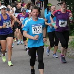 Helsinki Half Marathon - Kati Hurme (364), Teija Paavilainen (1058), Seppo Savikko (1339)