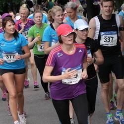Helsinki Half Marathon - Kalle Hollmén (337), Sofie Hyttinen (377)