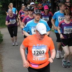 Helsinki Half Marathon - Kirsi Ratinen (1203), Annika Virtanen (1685)