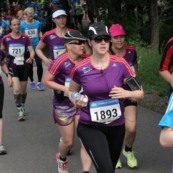 Helsinki Half Marathon - Arja Roininen (1251), Sandra Forsell (1893)