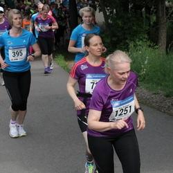 Helsinki Half Marathon - Riikka Härkönen (395), Arja Roininen (1251)