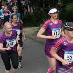 Helsinki Half Marathon - Anne Kaukinen (539), Pamela Pitkänen (1135), Arja Roininen (1251)