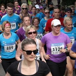 Helsinki Half Marathon - Tuula Merikallio (889), Mia Pihola (1126)