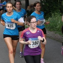 Helsinki Half Marathon - Sabina Lähteenoja (835), Annemari Sinkkonen (1380)