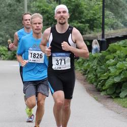 Helsinki Half Marathon - Pasi Hynninen (371), Jaakko Mölsä (1826)