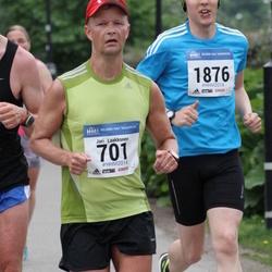 Helsinki Half Marathon - Jari Laakkonen (701), Heikki Tuomela (1876)