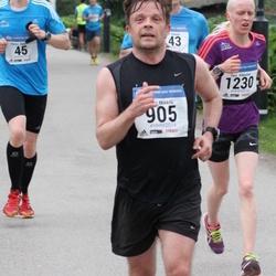 Helsinki Half Marathon - Juha Mikkilä (905), Taru Rikkonen (1230)
