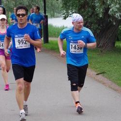 Helsinki Half Marathon - Kimmo Nuora (992), Esa Summanen (1438)