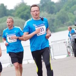Helsinki Half Marathon - Kari Hissa (331), Jarmo Multisilta (925)