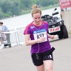 Helsinki Half Marathon - Inka Lähteenaro (832)