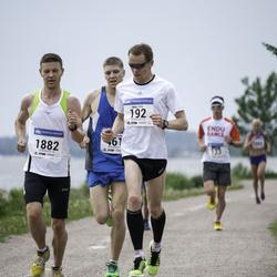 Helsinki Half Marathon - Mika Flink (192), Herkko Plit (1882)