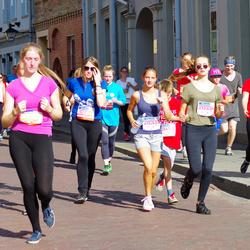 11th Danske Bank Vilnius Marathon - Jurgita Žilvinskaite (10777), Gabriele Narkute (20333), Mante Mikulenaite (20334)