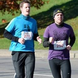 """Vilnius 10 km run, """"Run with Živilė Balčiūnaitė"""". - Viačeslavas Vitkovskis (250), Justinas Kameneckas (271)"""