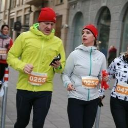 Vilnius Christmas Run - Kristina Lukienė (254), Stasys Lukys (255)