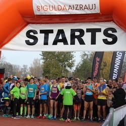 Sigulda Half Marathon - Mārtiņš Jocis (1138), Mārcis Adamovičs (2008), Sergejs Trokmanis (2246)