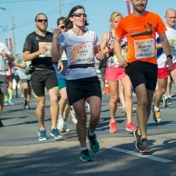Lattelecom Riga Marathon - Laura Andrade (717), Andrew Cheshire (1367)