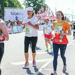 Lattelecom Riga Marathon - Ieva Laukmane (3986), Aija Zandberga (4374)