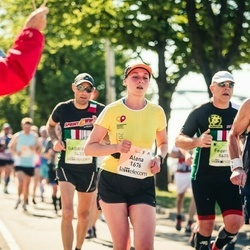 Lattelecom Riga Marathon - Alena Nikandrova (1676), Tony Savage (4145)