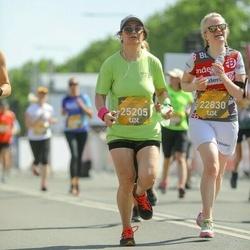 Tet Riga Marathon - Jana Seikste (22830), Elya Fayizulina (25205)