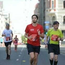 Tet Riga Marathon - Alexander Burdyga (418), Adrien Vila (472)