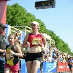 Tet Riga Marathon - Darja Ņemceva (23249), Angelīna Sļesarenoka (23252)
