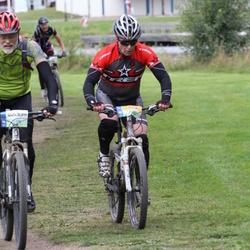 Cycling 95 km - Mats Julle (5174), Henrik Hedberg (5750)